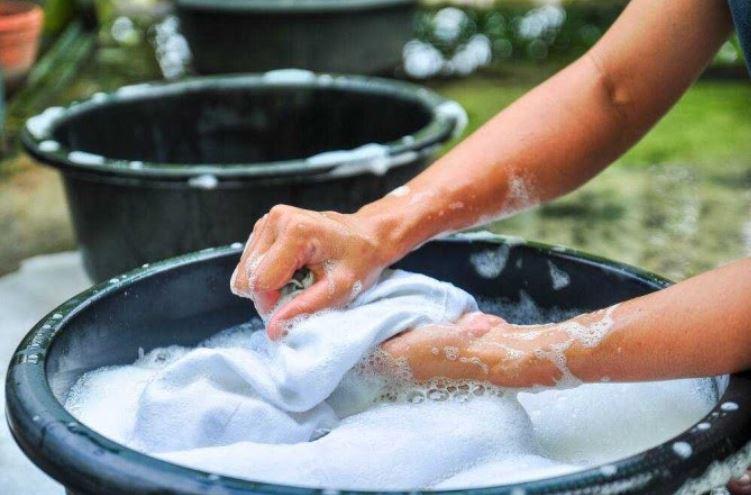 Giặt quần áo giúp giảm mồ hôi dầu