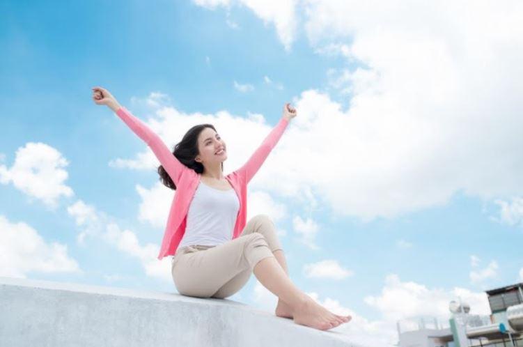 Mặc quần áo thoải mái giúp giảm mồ hôi dầu