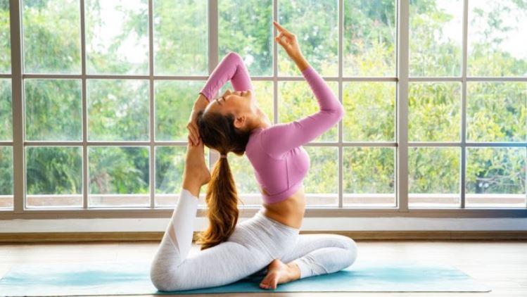 Tập Yoga giảm mồ hôi dầu